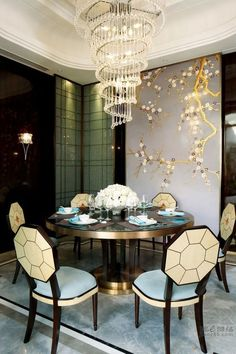 41 Luxury and Elegant Dining Room Ideas. Modern dining room tables and chairs, whether they are sleek steel and glass or a more European looking design featuring teak and . Luxury Dining Tables, Modern Dining Room Tables, Luxury Dining Room, Elegant Dining Room, Dining Table Design, Glass Dining Table, Round Dining Table, Small Dining, Round Tables