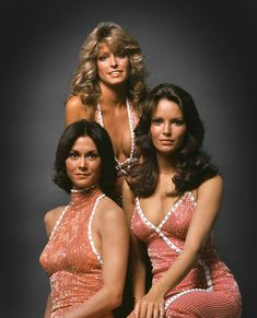 Kate Jackson Farrah Fawcett Jaclyn Smith in Charlie's Angels ABC). Jaclyn Smith was my favorite. Kate Jackson, Michael Jackson, Farrah Fawcett, Jaclyn Smith, Mejores Series Tv, Actrices Hollywood, Old Tv Shows, Vintage Tv, Vintage Beauty