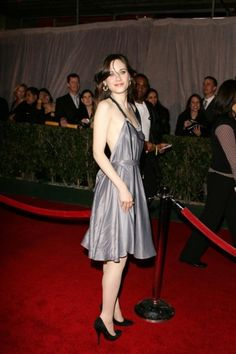 About me: I am anonymous. I am the exact girl you think I am. But I am not Zooey. Zoeey Deschanel, Emily Deschanel, Beautiful Celebrities, Beautiful People, Beautiful Eyes, Beautiful Women, Pinup Girl Clothing, Celebrity Red Carpet, Perfect Woman