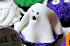 Halloween Food Ideas So cute Halloween Menu, Halloween Sweets, Halloween Goodies, Halloween Crafts For Kids, Halloween Cupcakes, Spooky Halloween, Halloween Ideas, Cupcake Collection, Holidays And Events