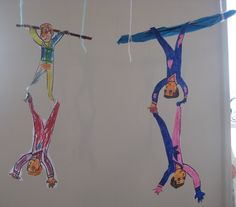 Acrobaten aan de trapeze Preschool Circus, Circus Classroom, Circus Crafts, Circus Art, Circus Theme, Preschool Crafts, Fun Crafts, Arts And Crafts, Ivan Cruz