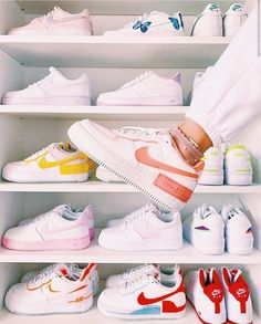 All Nike Shoes, Hype Shoes, Sneakers Nike, White Nike Shoes, Running Shoes, Zapatillas Nike Huarache, Jordan Shoes Girls, Nike Jordan Shoes, Nike Shoes Air Force