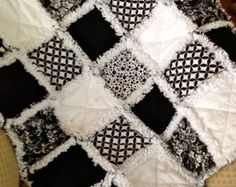 PERSONALIZADO negro y blanco Rag Quilt adultos por ZeedleBeez