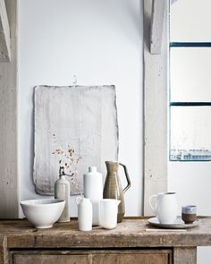 Since I saw the work of my favorite interior stylist Cleo Scheulderman for the first time, I am a fan. She can paint with interior accessories. Wabi Sabi, Home Interior, Interior And Exterior, Home Design, Interior Stylist, Slow Living, Natural Living, Interior Design Inspiration, Design Ideas