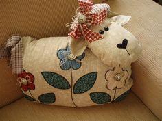 Almofada De ovelha by Tia Fada, via Flickr