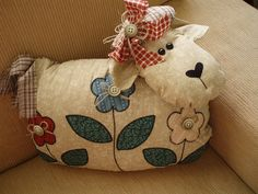 Almofada De ovelha by Tia Fada, via Flickr
