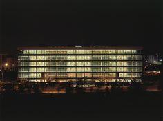 Edificio Iris. Madrid 2003. allende arquitectos. 1º Premio Asprima Salón Inmobiliario de Madrid 2004