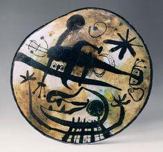 Plat personnage noir émail vert (Joan Miró)