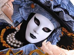 08-portraits-in-disguise-carnival-of-venice-in-creative-mask-designs-65