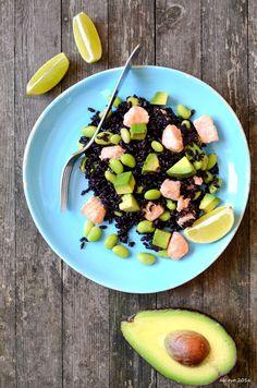 insalata-di-riso-venere-con-salmone-avocado-edamame