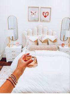 Room Ideas Bedroom, Home Bedroom, Bedroom Decor, Bedrooms, Calm Bedroom, Bedroom Inspo, Dream Bedroom, Cute Room Ideas, Cute Room Decor