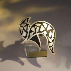 ontwerp van Karen Klein edelsmid. Zilveren ring met zilver mozaïek in zwart koud-emaille.