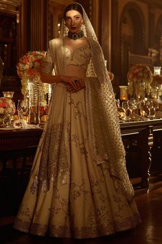 I just found out amazing Bridal Sabyasachi Lehenga Prices from his 2019 and 2018 collection. Check out 29 lehenga prices and gorgeous real bride pictures. Indian Bridal Outfits, Indian Bridal Fashion, Indian Fashion Dresses, Indian Designer Outfits, Bridal Dresses, Pakistani Clothing, Indian Lehenga, Sabyasachi Wedding Lehenga, Lehenga Choli
