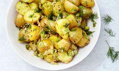 O, si la mayonesa no es lo tuyo, prueba una elegante ensalada de papas en vinagreta. | 34 Deliciosas recetas que puedes hacer con papas