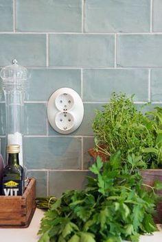 Half tile Handmade light green x 15 cm per online bestellen - TEGELinfo Kitchen Living, New Kitchen, Interior Design Kitchen, Kitchen Backsplash, Home Kitchens, Kitchen Remodel, Decoration, Home Decor, Green Tiles
