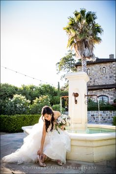 Wedding Photography at V.Sattui Winery in the Napa Valley, CA | Christophe Genty Photography #bride #weddingphotography #vsattui #fountain