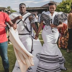 African Traditional Wedding Dress, Traditional Outfits, Modern Traditional, African Wedding Attire, African Attire, African Dresses For Women, African Fashion Dresses, Xhosa Attire, Africa Fashion