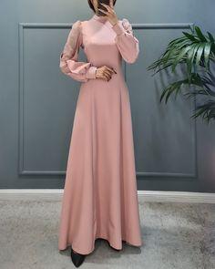 Iranian Women Fashion, Womens Fashion, Dressing Room Decor, Ladies Tops, Muslim, Ball Gowns, Prom Dresses, Clothing, Stockings