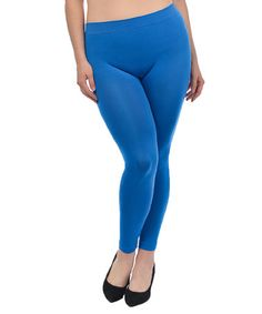 What clothes go well with blue leggings?