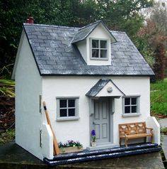 Julie's dolls house blog. Cobble Cottage.