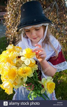 Stock Photo - Young girl with bunch of yellow daffodils wearing traditional welsh costume on Saint David's Day, St Davids Saint David's Day, Saints Days, Welsh Dragon, Cymru, People Of The World, Daffodils, Wales, Gb Uk, Celtic