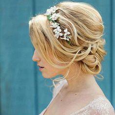 cool Красивые свадебные прически на средние волосы (50 фото) - С фатой и без Читай больше http://avrorra.com/svadebnye-pricheski-na-srednie-volosy-foto/