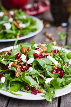 You Have Meals Poisoning More Normally Than You're Thinking That This Winter Pomegranate Salad Is Covered With Goat Cheese, Nuts, Pomegranate, And A Super Yummy Orange Vinaigrette. Light And Healthy Healthy Eating Recipes, Healthy Meal Prep, Healthy Salads, Healthy Food, Vegan Recipes, Vinaigrette, Winter Salad Recipes, Pomegranate Salad, Pomegranate Recipes Healthy
