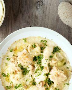 Vraag aan je visboer om een lekkere vismengeling te maken voor dit zalige vispannetje met aardappelpuree. Een Belgische topper van aan zee!