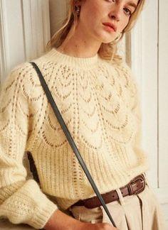 Вязаный свитер с круглой кокеткой Knitwear Fashion, Knit Fashion, Summer Cardigan, Casual Dress Outfits, Parisian Style, Winter Wardrobe, Sweater Weather, Fashion Dresses, Ankara Fashion