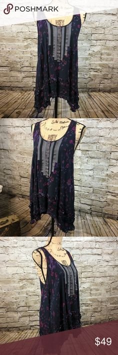 FREE PEOPLE • Beautiful Floral Hi-Lo Tunic Tank FREE PEOPLE • Beautiful Floral Hi-Lo Tunic Tank   Size Small  Hi-Lo is totally on trend  Super Flowy  Pit to pit is 18.5 inches  Shoulder length down to the bottom in the front is 27.5 and in the Back is 31 inches  Preloved in excellent condition   # 26 Free People Tops Tank Tops