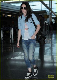 Kristen Stewart walks through JFK International Airport to catch a departing flight on Friday (June 1) in NYC.