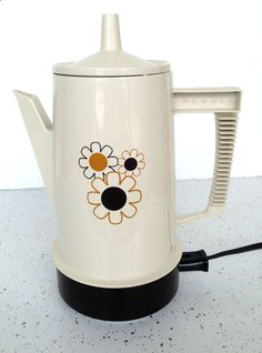 Vintage Regal Poly Perk Coffee Percolator 8 Cups White Daisy Floral Mid-Century