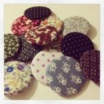 Autumn is coming - the time to wear heads and scarfs. You can pimp them with these little buttons.