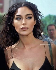 Beautiful Girl Makeup, Beautiful Girl Image, Monica Bellucci, Most Beautiful Faces, Beautiful Eyes, Beauty Makeup, Hair Makeup, Hair Beauty, Brunette Beauty