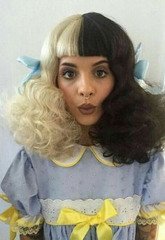 Melanie Martinez pacify her watch now! Mel Martinez, Crybaby Melanie Martinez, Cry Baby, Adele, Crazy People, Her Music, American Singers, Crying, Celebs