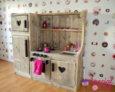 Ohhhhh this would be the one to make! Recycled Furniture, Kids Furniture, Furniture Making, Diy Kids Kitchen, Mud Kitchen, Wood Projects, Woodworking Projects, Kids Outdoor Play, Play Houses