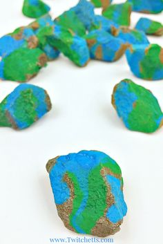Stone painting is a great way to add earth day decorations to your class or home. Earth day for kids can be fun when painting on rocks! Earth Day Projects, Earth Day Crafts, Projects For Kids, Crafts For Kids, Art Projects, Rock Painting Ideas Easy, Painting For Kids, Art For Kids, Earth Day Activities