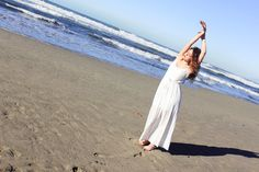 SUR LE FIL. #photo #photography #sea #woman #foto #fotografia