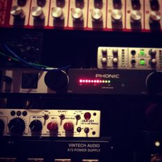 Rec session. #FYI, estamos produciendo 2 álbumes al mismo tiempo. I'm Gettin ' Loco literalmente !!!  #bolero #chacha #mariachi #latino #spanglish #srortegon #PalmaCocoRecords #djproducer #cali #france #musicproducer #advertise #musiceditor #soundtrack