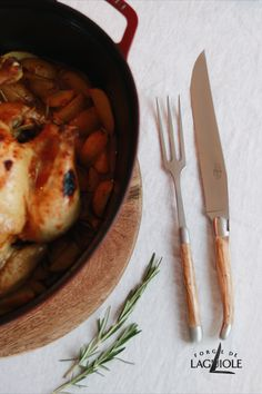 How about a special dinner with the whole family? With our Forge de Laguiole® carving set with olivewood handles you can carve your chicken roast with ease. The sharp blade keeps the juice in the meat. You and your guests will notice it!  #chicken #chickenroast #lemonchicken #recipe #healthyrecipe #healthydinner #dinner #lunch #carvingknife #forgedelaguiole #laguiole #laguioleknife #knives #cutlery #tablesetting #tabledecor madeinfrance #handmade #dish #meal #dutchoven #knife #laguioleknives