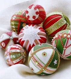 These would be fun to make. Felt, ribbon & sequins over styrofoam for simple but pretty unbreakable ornaments. The fact that they look vintage is definitely a bonus!