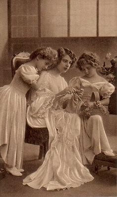 ladies knitting