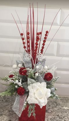 Red white and silver Christmas Flower Arrangements, Christmas Flowers, Elegant Christmas, Silver Christmas Decorations, Christmas Centerpieces, Holiday Decor, Table Rose, Christmas Fireplace, Decoration Table