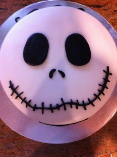 Jack van The Nightmare before Christmas cake! ontwerp Jack van The Nightmare before Christmas cake! Bolo Halloween, Halloween Torte, Pasteles Halloween, Dessert Halloween, Halloween Baking, Fete Halloween, Halloween Cupcakes, Spooky Halloween, Halloween Treats