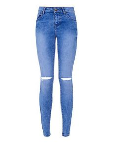 Shop New Look's latest collection of women's jeans for staple skinny, ripped and boyfriend fits that are perfect for day to night, to on-trend frayed hem jeans and embellished jeans. Light Blue Ripped Jeans, Ripped Knee Jeans, Ripped Jeans Outfit, Destroyed Jeans, Denim Skinny Jeans, Distressed Skinny Jeans, Jeans Slim, Cropped Jeans, New Jeans Style