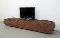 Media console in massief walnotenhout. Prijs $4200,--. Pure vakmanschap. www.rknl.com