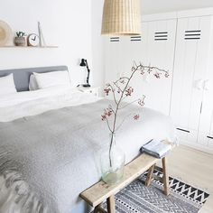 Quiet grey and white bedroom with some natural elements. Decor, Bedroom Inspirations, Bedroom Interior, New Room, House Interior, Home Deco, Room, Home Decor, Home Bedroom