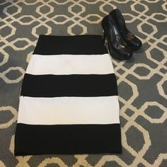 Forever 21 black and white pencil skirt Forever 21 black and white pencil skirt. Size small, fully functioning zipper. Only worn once. Forever 21 Skirts Pencil