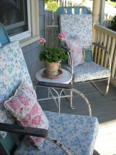 A Shabby Moment in Time: Come and Sit a Spell
