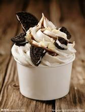 This easy Oreo Ice Cream Sundae recipe is ready in just five minutes and tastes much better than regular ice cream. This delicious Oreo Ice Cream Sundae is perfect for kids and looks am Frozen Desserts, Fun Desserts, Dessert Recipes, Snacks Recipes, Oreo Ice Cream, Vanilla Ice Cream, Sundae Recipes, Oreo Biscuits, Hash Tag